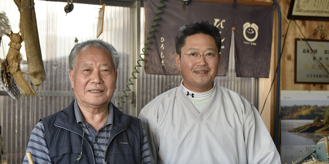 岡田たた美店 一級畳製作技能士 代 表 岡田 延也さん(写真右)